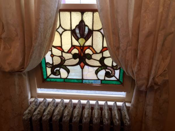 Original stained glass panel at the Loralei, built in 1904. (Alexandra Stevens)